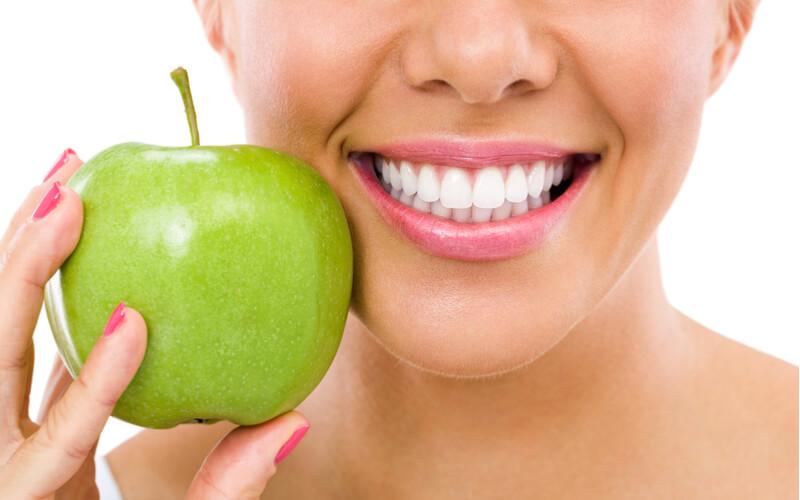 alimente care ajuta la albirea dintilor